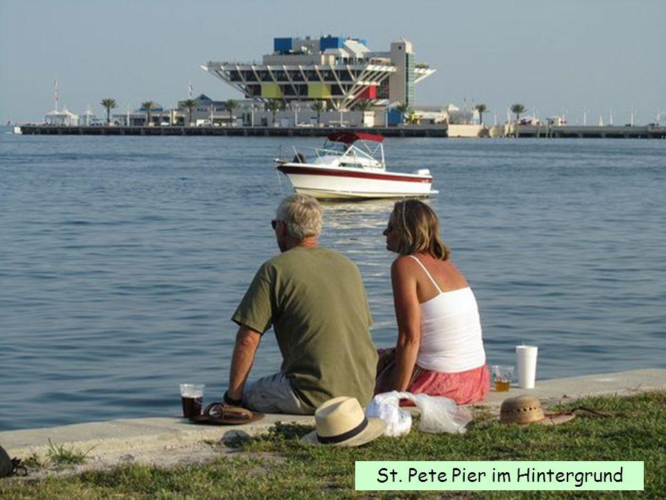 St. Pete Pier im Hintergrund