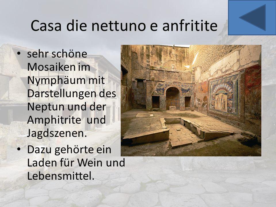 Casa die nettuno e anfritite sehr schöne Mosaiken im Nymphäum mit Darstellungen des Neptun und der Amphitrite und Jagdszenen. Dazu gehörte ein Laden f