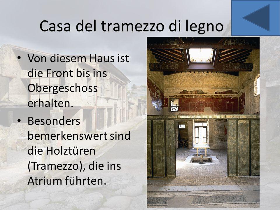 Casa del tramezzo di legno Von diesem Haus ist die Front bis ins Obergeschoss erhalten. Besonders bemerkenswert sind die Holztüren (Tramezzo), die ins