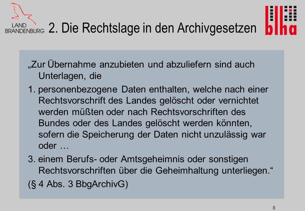 """8 2. Die Rechtslage in den Archivgesetzen """"Zur Übernahme anzubieten und abzuliefern sind auch Unterlagen, die 1. personenbezogene Daten enthalten, wel"""