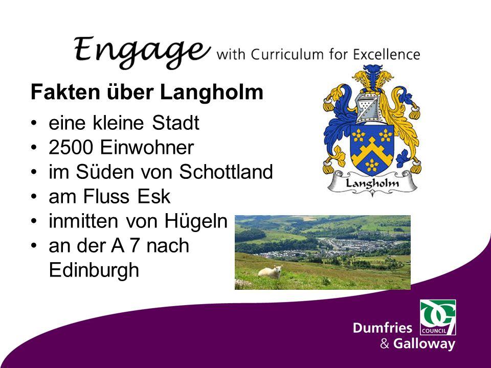 Fakten über Langholm eine kleine Stadt 2500 Einwohner im Süden von Schottland am Fluss Esk inmitten von Hügeln an der A 7 nach Edinburgh