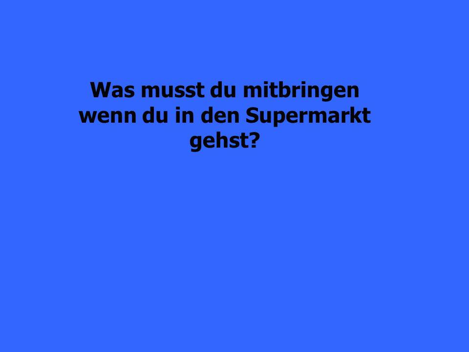 Man findet den Supermarkt im Untergeschoss (the lowest level/basement).