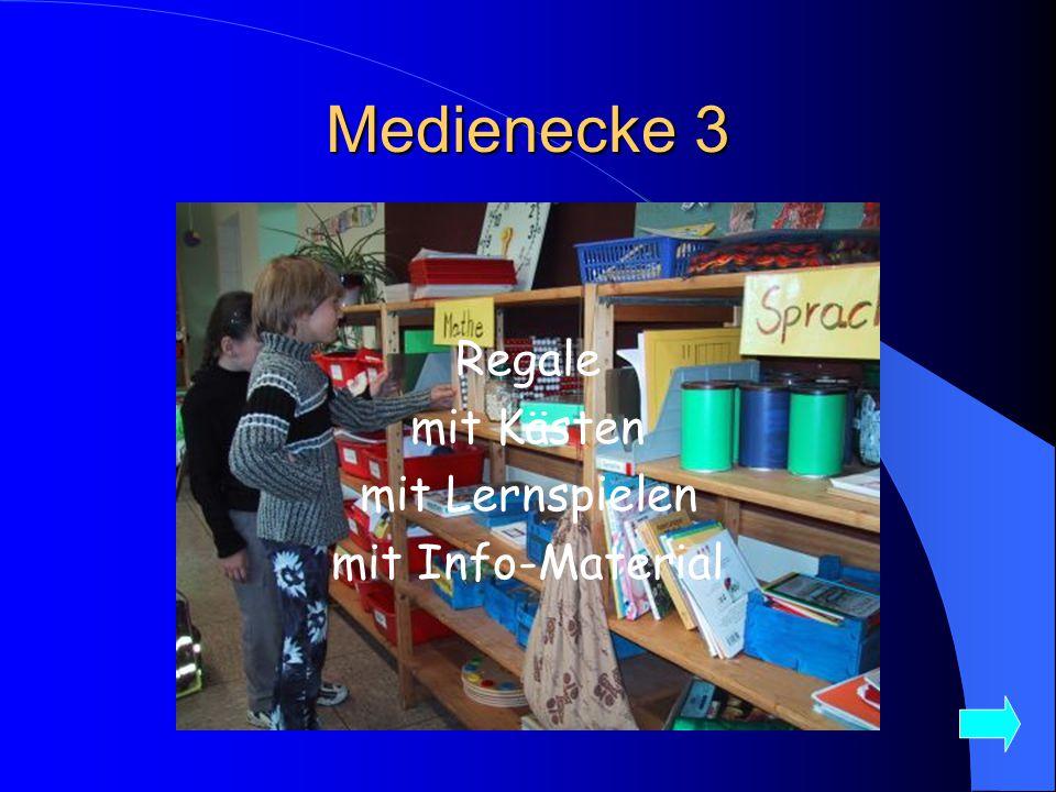 Medienecke 3 Regale mit Kästen mit Lernspielen mit Info-Material