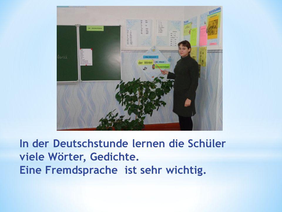 In der Deutschstunde lernen die Schüler viele Wörter, Gedichte. Eine Fremdsprache ist sehr wichtig.