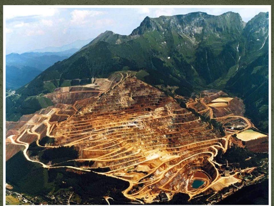 Am steirischen Erzberg wurde das Eisenerz (vorwiegend Siderir) im Tagebau gewonnen. Der Untertagebau wurde 1986 eingestellt und 1988 als Besucherbergw