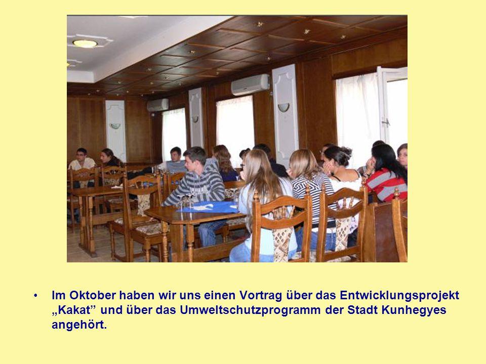 """Im Oktober haben wir uns einen Vortrag über das Entwicklungsprojekt """"Kakat und über das Umweltschutzprogramm der Stadt Kunhegyes angehört."""