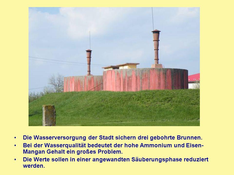 Die Wasserversorgung der Stadt sichern drei gebohrte Brunnen. Bei der Wasserqualität bedeutet der hohe Ammonium und Eisen- Mangan Gehalt ein großes Pr