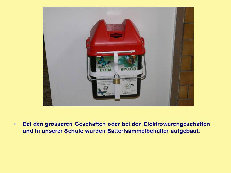 Bei den grösseren Geschäften oder bei den Elektrowarengeschäften und in unserer Schule wurden Batterisammelbehälter aufgebaut.