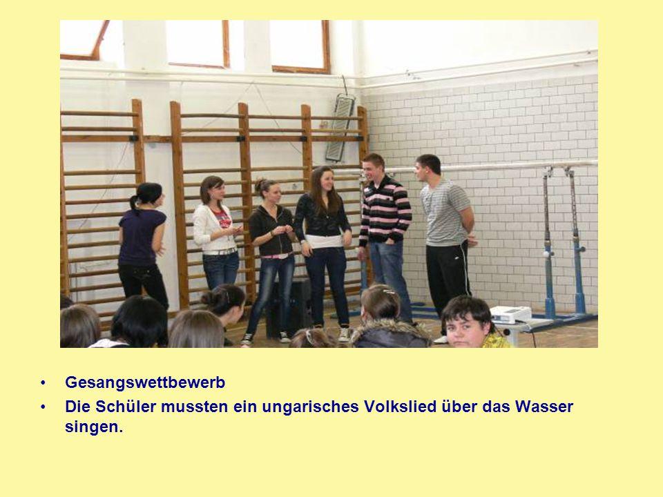Gesangswettbewerb Die Schüler mussten ein ungarisches Volkslied über das Wasser singen.