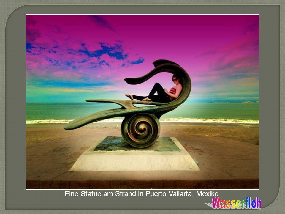 Eine Statue am Strand in Puerto Vallarta, Mexiko.