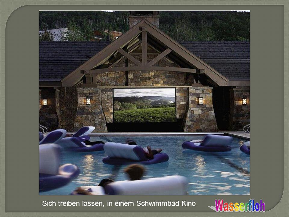 Sich treiben lassen, in einem Schwimmbad-Kino