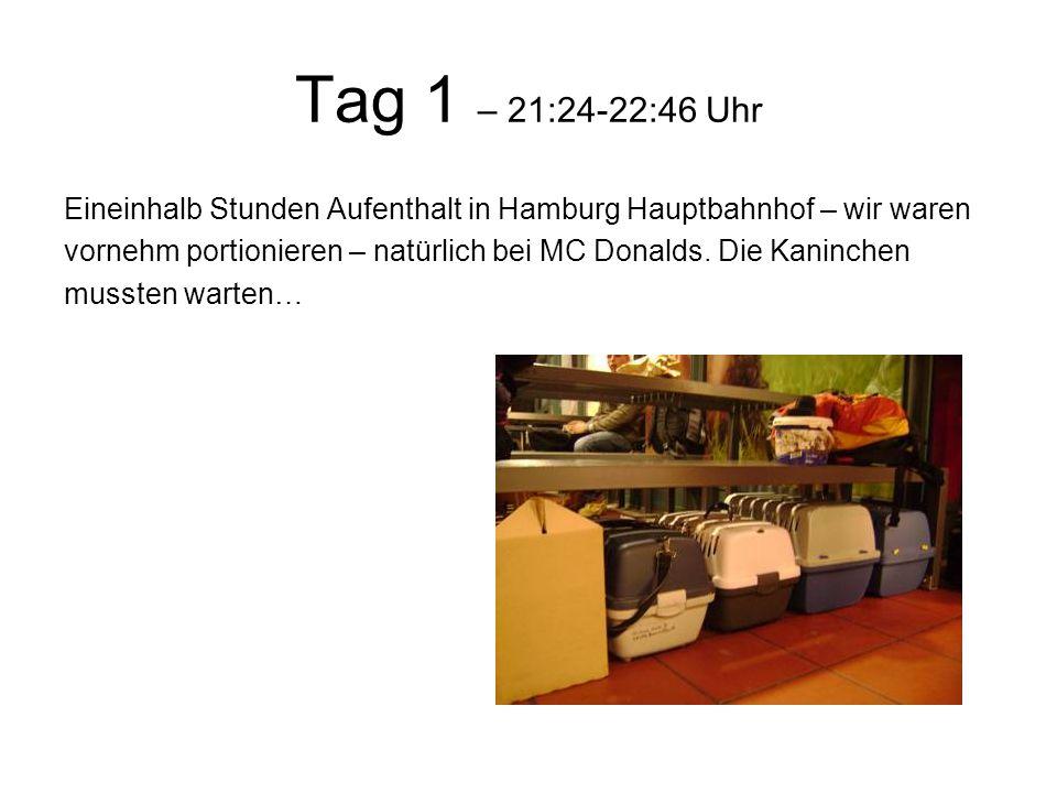 Tag 1 – 21:24-22:46 Uhr Eineinhalb Stunden Aufenthalt in Hamburg Hauptbahnhof – wir waren vornehm portionieren – natürlich bei MC Donalds.