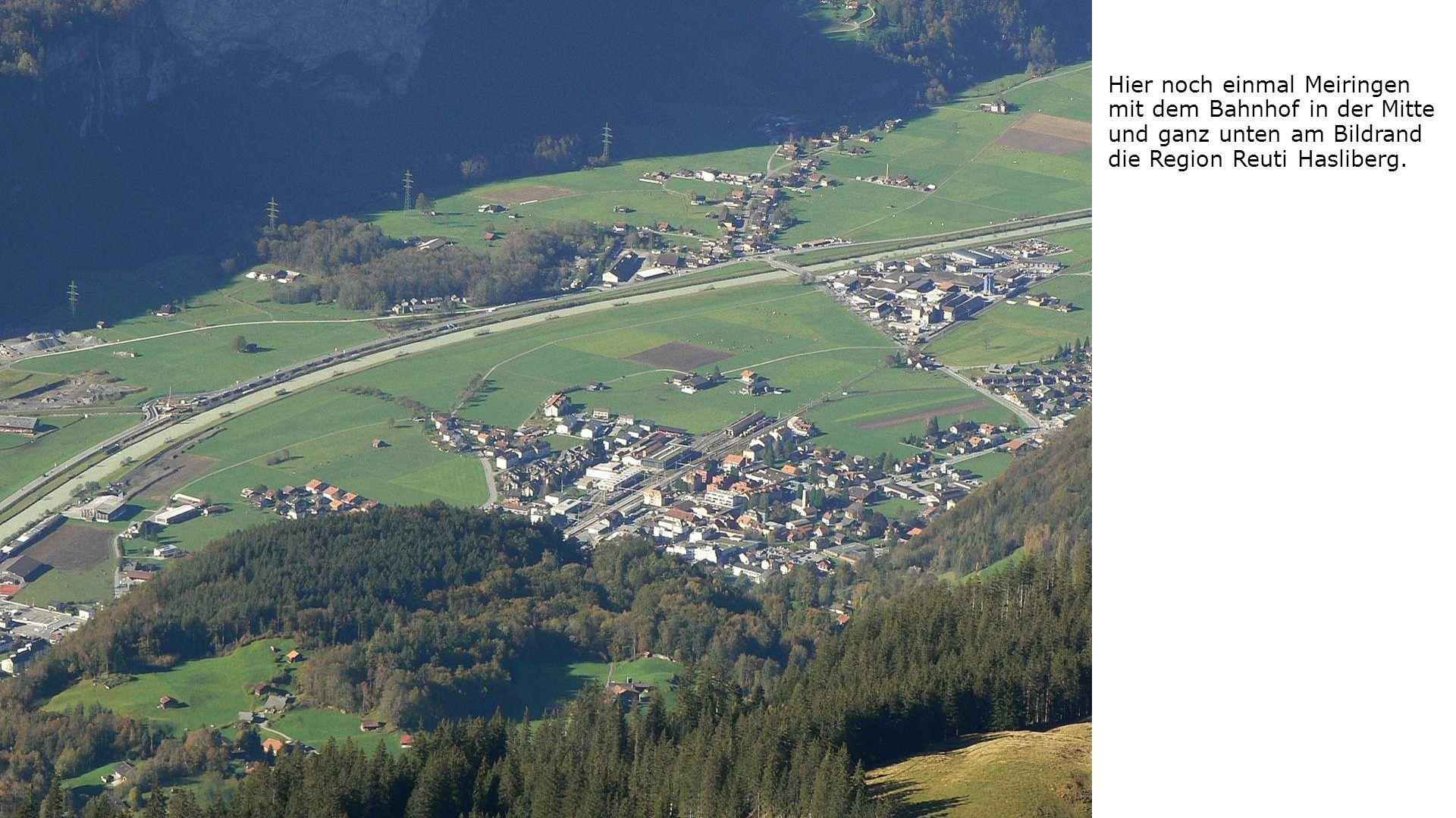 Hier noch einmal Meiringen mit dem Bahnhof in der Mitte und ganz unten am Bildrand die Region Reuti Hasliberg.