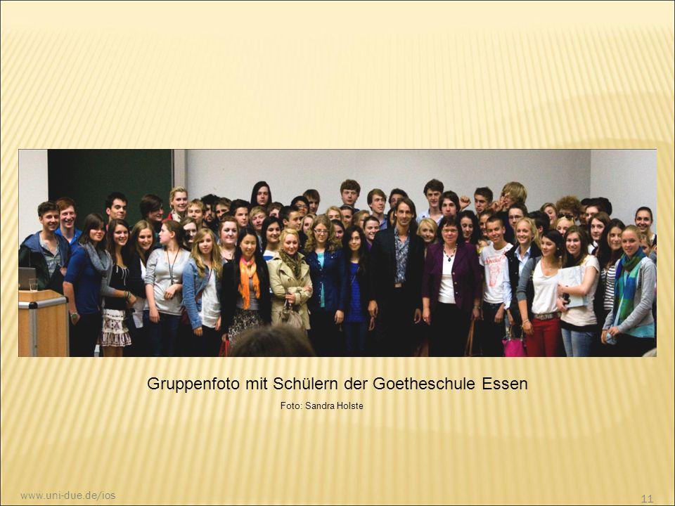 Gruppenfoto mit Schülern der Goetheschule Essen Foto: Sandra Holste 11 www.uni-due.de/ios