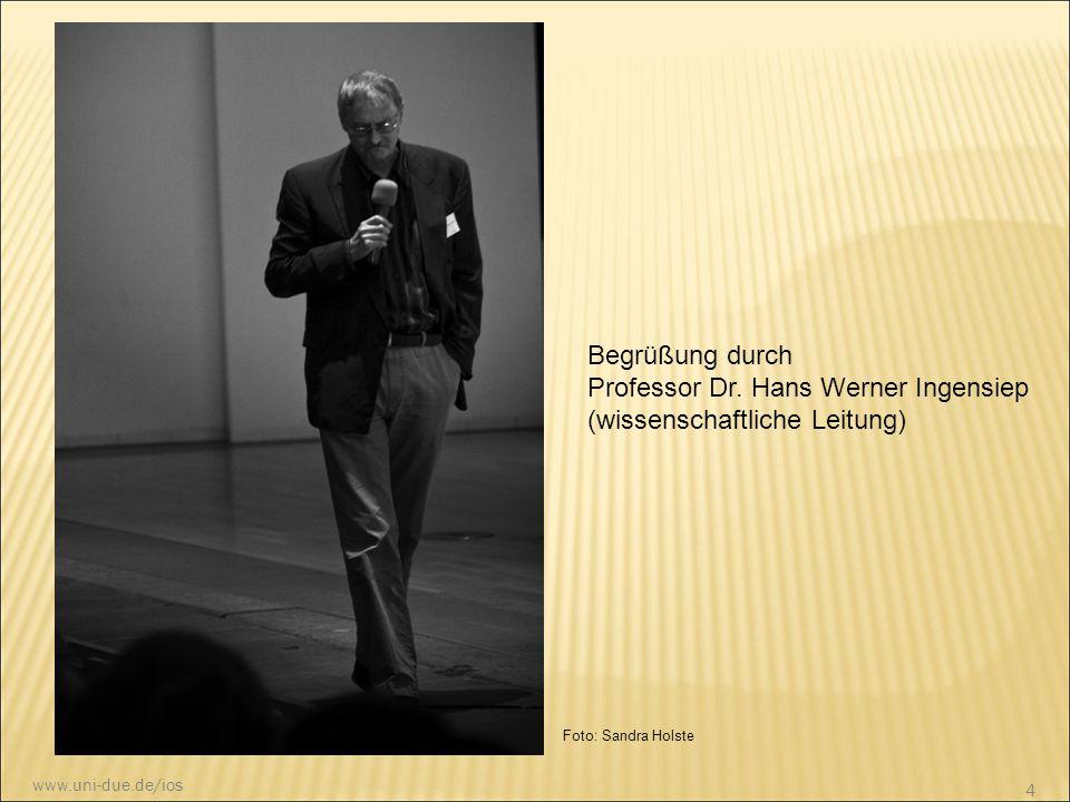 Begrüßung durch Professor Dr. Hans Werner Ingensiep (wissenschaftliche Leitung) Foto: Sandra Holste 4 www.uni-due.de/ios