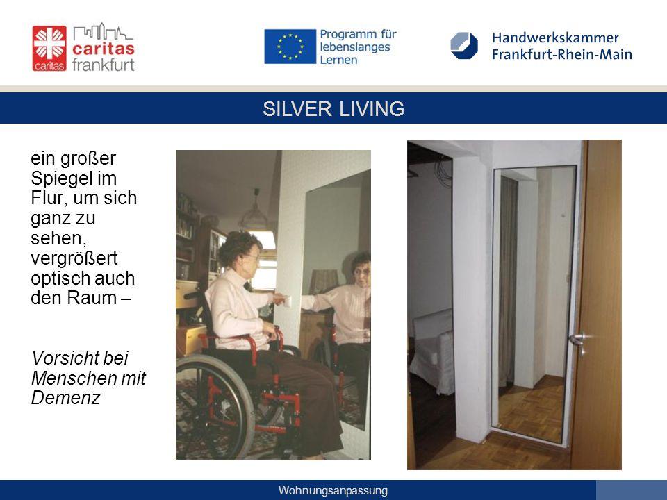 SILVER LIVING Wohnungsanpassung ein großer Spiegel im Flur, um sich ganz zu sehen, vergrößert optisch auch den Raum – Vorsicht bei Menschen mit Demenz