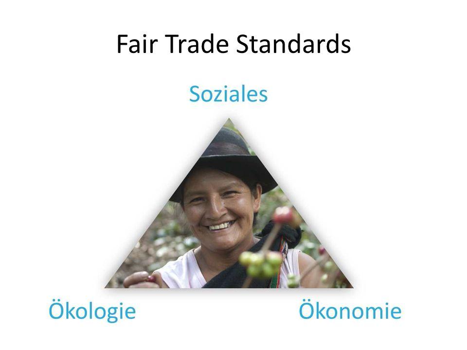 Soziales -> Stärkung von Kleinbauern-Familien -> Bessere Bedingungen für Arbeiter und Arbeiterinnen Verbot von Diskriminierung Möglichkeiten zur Weiterbildung Verbot von Kinderarbeit und Zwangsarbeit Tarifverhandlungen und Versammlungsfreiheit die Arbeitsbedingungen müssen den gesetzlichen Mindestanforderungen entsprechen Sicherheit am Arbeitsplatz und Gesundheits- vorsorge müssen gewährleistet werden die Verwaltung der Fairtrade-Prämie muss ermöglicht werden
