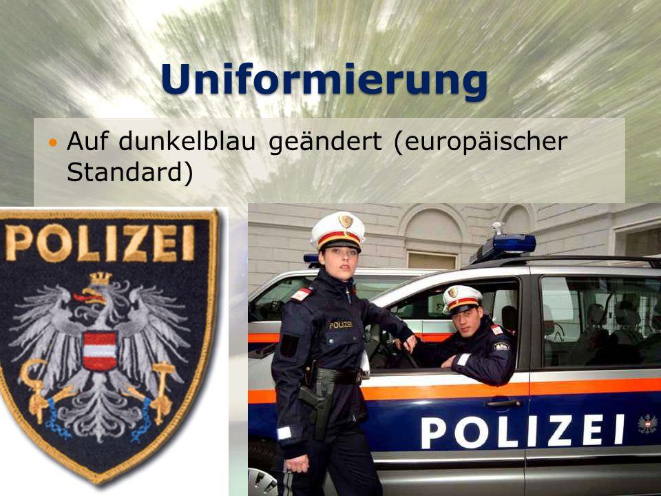 Uniformierung Auf dunkelblau geändert (europäischer Standard) © Daniel Geiger, 0510176 22