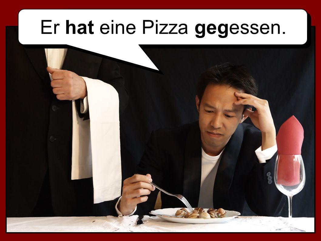 Er hat eine Pizza gegessen.