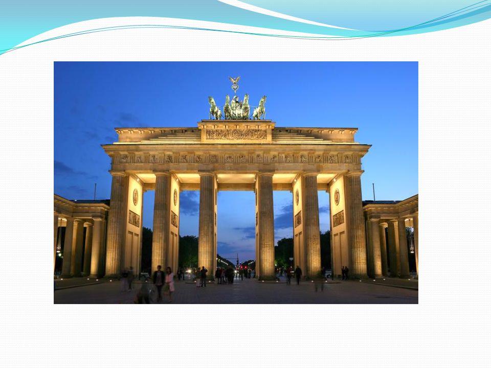 Brücken Berlin hat durch seine exponierte Lage an Flussläufen und Kanälen und durch sein ungewöhnlich großes Territorium eine Vielzahl an Brücken und Überführungen in seinem Stadtgebiet.