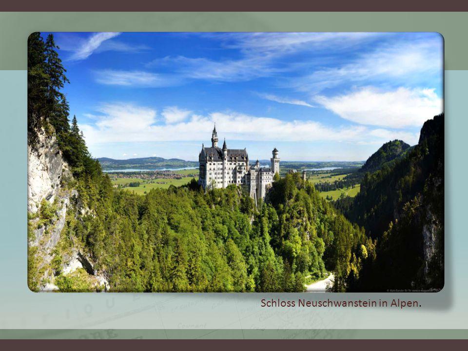 Schloss Neuschwanstein in Alpen.