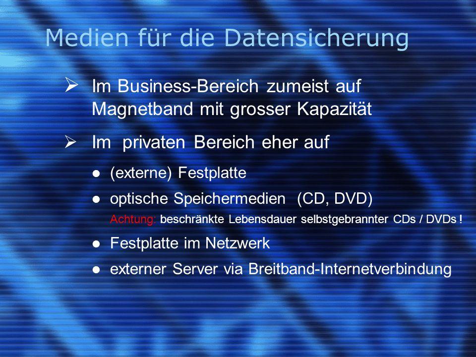 Medien für die Datensicherung  Im Business-Bereich zumeist auf Magnetband mit grosser Kapazität  Im privaten Bereich eher auf (externe) Festplatte o