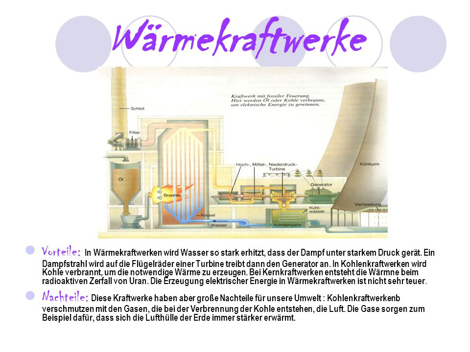 Wärmekraftwerke Vorteile: In Wärmekraftwerken wird Wasser so stark erhitzt, dass der Dampf unter starkem Druck gerät. Ein Dampfstrahl wird auf die Flü