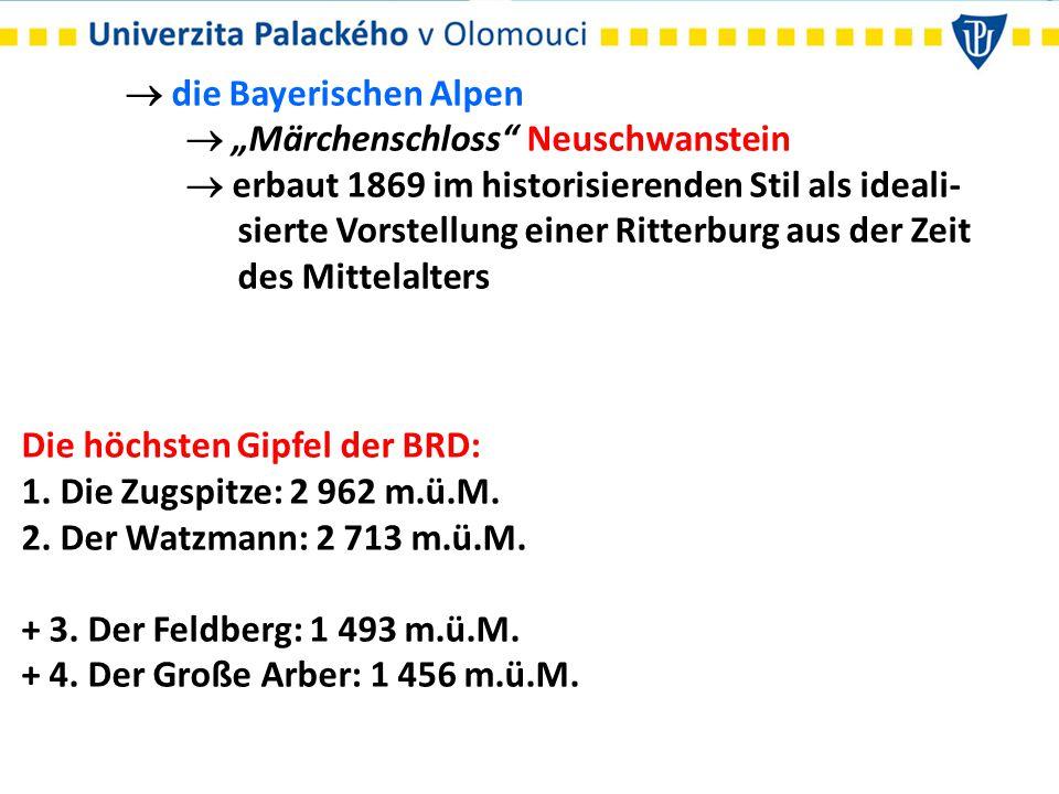 """ die Bayerischen Alpen  """"Märchenschloss"""" Neuschwanstein  erbaut 1869 im historisierenden Stil als ideali- sierte Vorstellung einer Ritterburg aus d"""