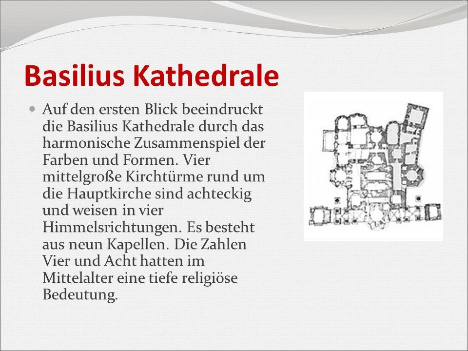 Basilius Kathedrale Auf den ersten Blick beeindruckt die Basilius Kathedrale durch das harmonische Zusammenspiel der Farben und Formen. Vier mittelgro
