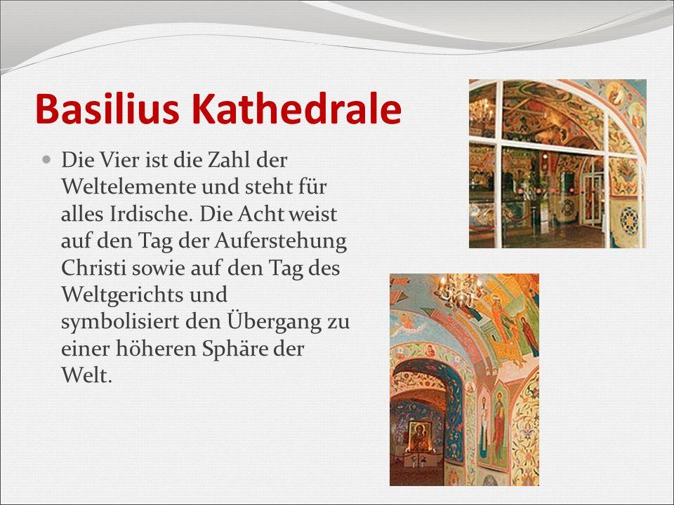 Basilius Kathedrale Die Vier ist die Zahl der Weltelemente und steht für alles Irdische. Die Acht weist auf den Tag der Auferstehung Christi sowie auf