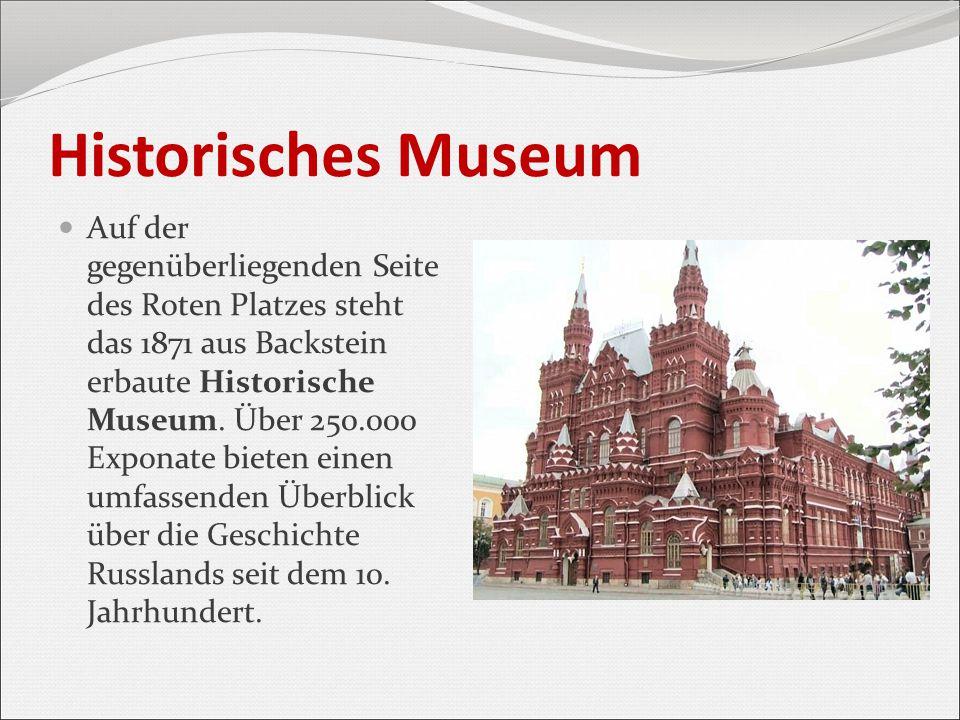 Historisches Museum Auf der gegenüberliegenden Seite des Roten Platzes steht das 1871 aus Backstein erbaute Historische Museum. Über 250.000 Exponate