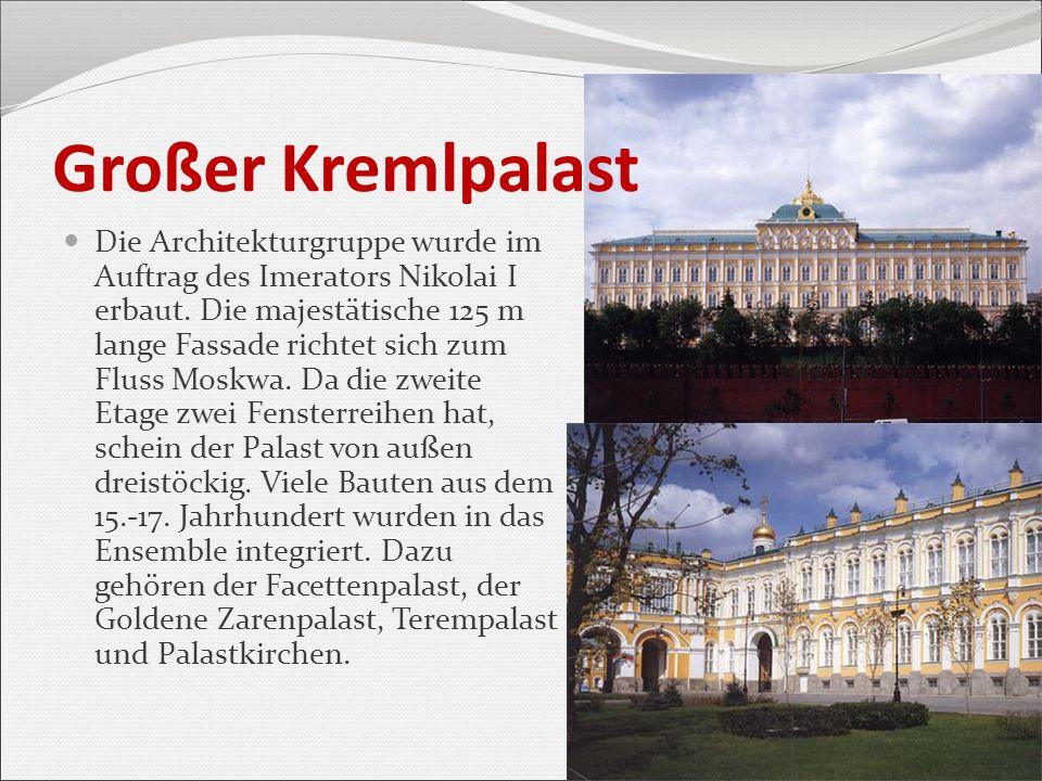 Großer Kremlpalast Die Architekturgruppe wurde im Auftrag des Imerators Nikolai I erbaut. Die majestätische 125 m lange Fassade richtet sich zum Fluss