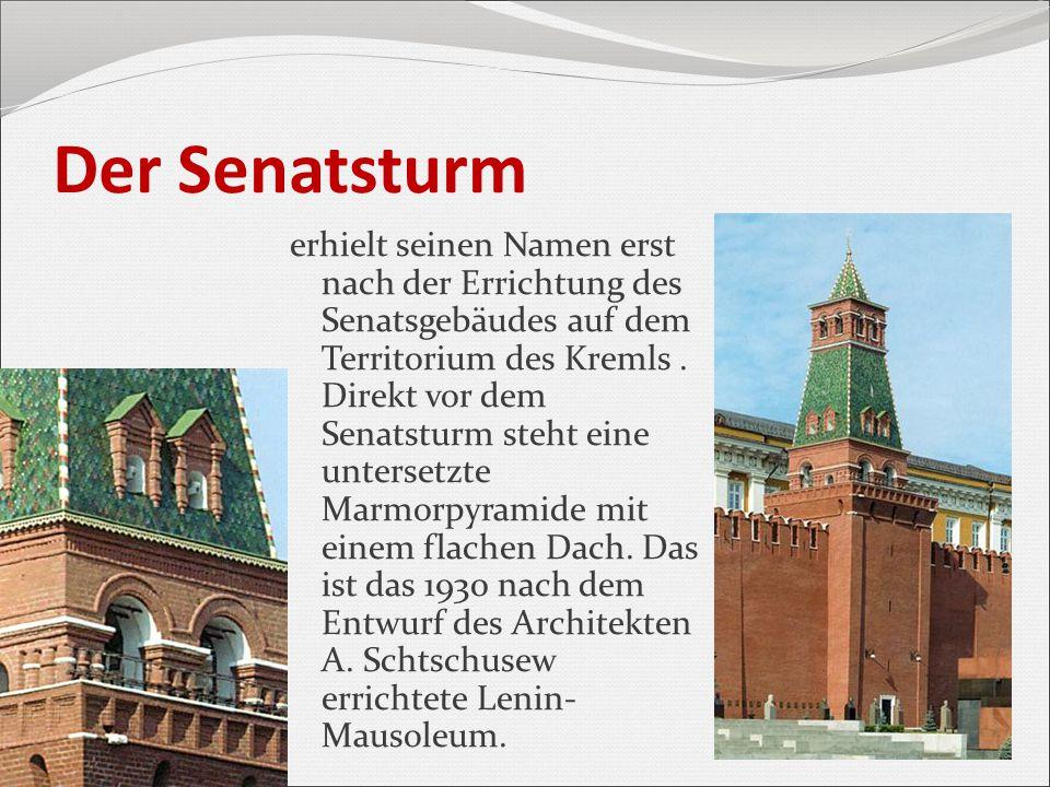 Der Senatsturm erhielt seinen Namen erst nach der Errichtung des Senatsgebäudes auf dem Territorium des Kremls. Direkt vor dem Senatsturm steht eine u