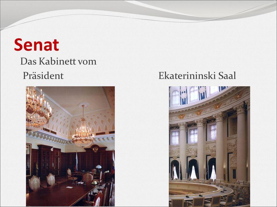 Kongresspalast (heute Staatlicher Kremlpalast) Der 1959-1961 im Auftrag von Nikita Chruschtschow errichtete Kongresspalast passt nicht zum historischen Architekturensemble des Kremls.