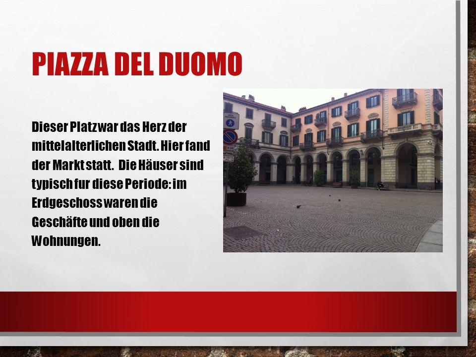 PIAZZA DEL DUOMO Dieser Platz war das Herz der mittelalterlichen Stadt. Hier fand der Markt statt. Die Häuser sind typisch fur diese Periode: im Erdge
