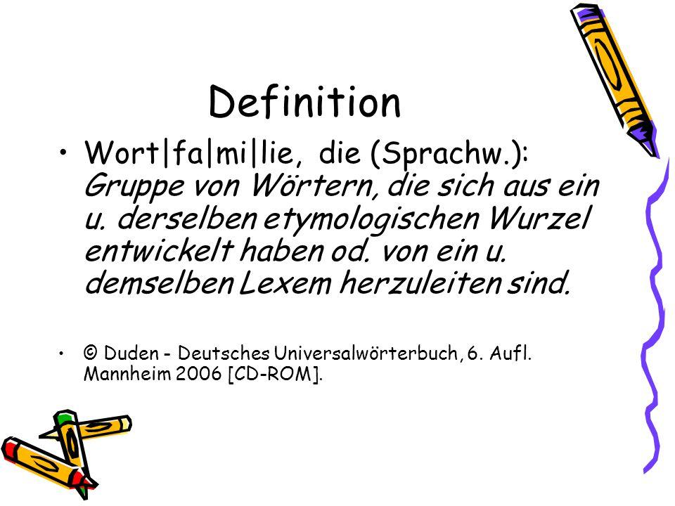 Definition Wort|fa|mi|lie, die (Sprachw.): Gruppe von Wörtern, die sich aus ein u. derselben etymologischen Wurzel entwickelt haben od. von ein u. dem