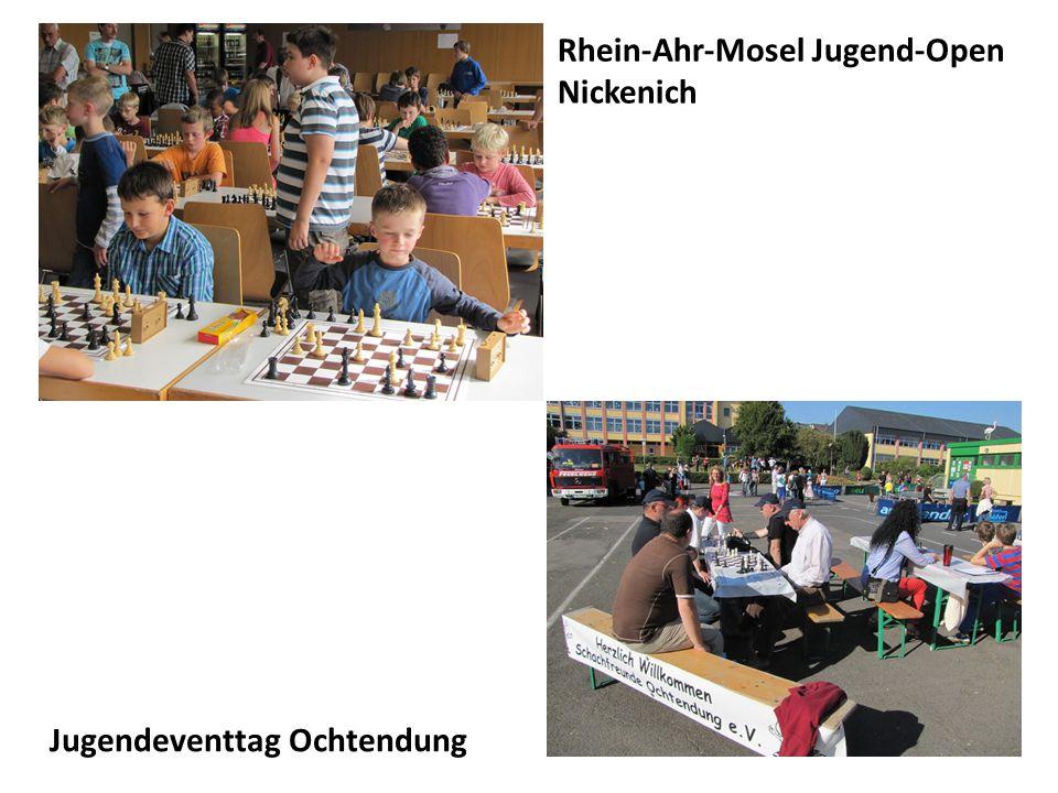Schachtraining der Jugend Freitags von 18.00 bis 19.00 Uhr Schachbuchspende von Stephan Degen, Mertloch während des Jungendtrainings