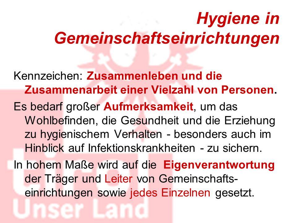Hygiene in Gemeinschaftseinrichtungen Kennzeichen: Zusammenleben und die Zusammenarbeit einer Vielzahl von Personen. Es bedarf großer Aufmerksamkeit,