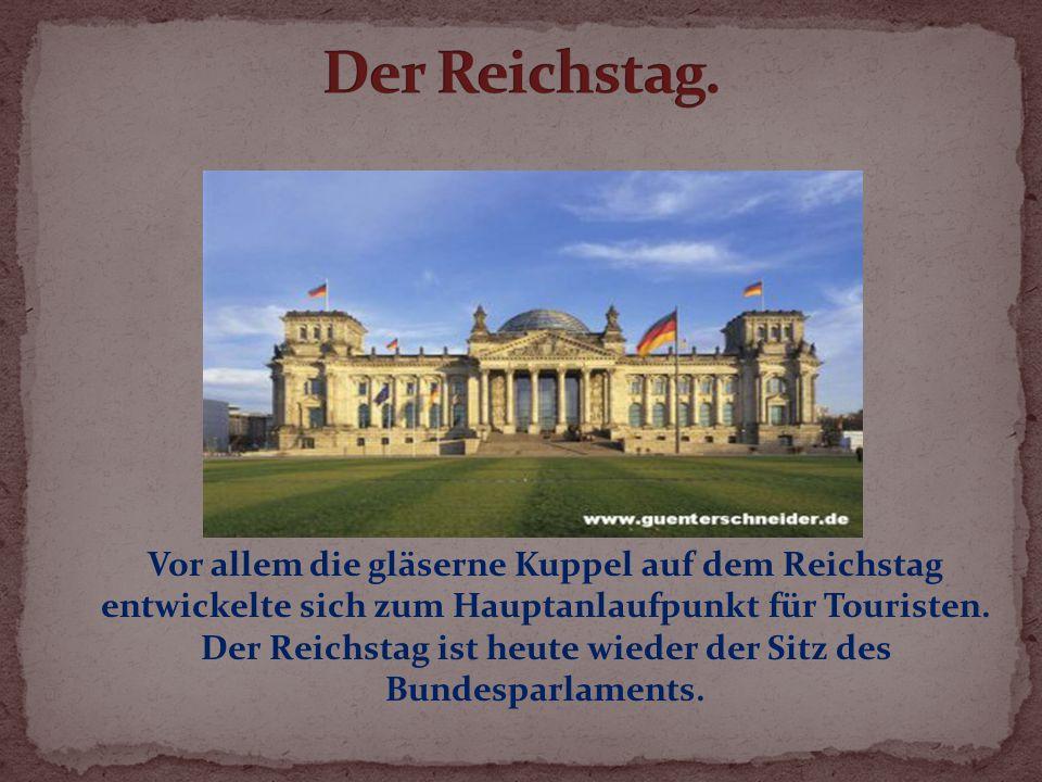 Vor allem die gläserne Kuppel auf dem Reichstag entwickelte sich zum Hauptanlaufpunkt für Touristen.