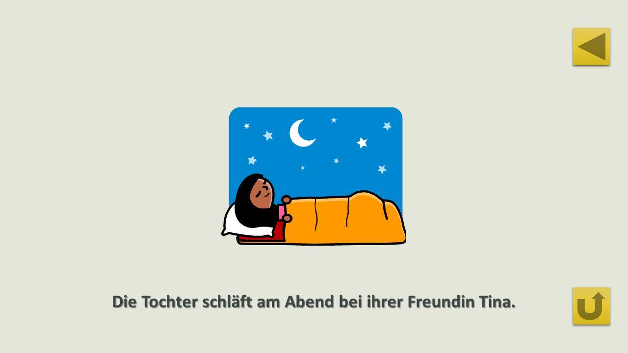 Die Tochter schläft am Abend bei ihrer Freundin Tina.