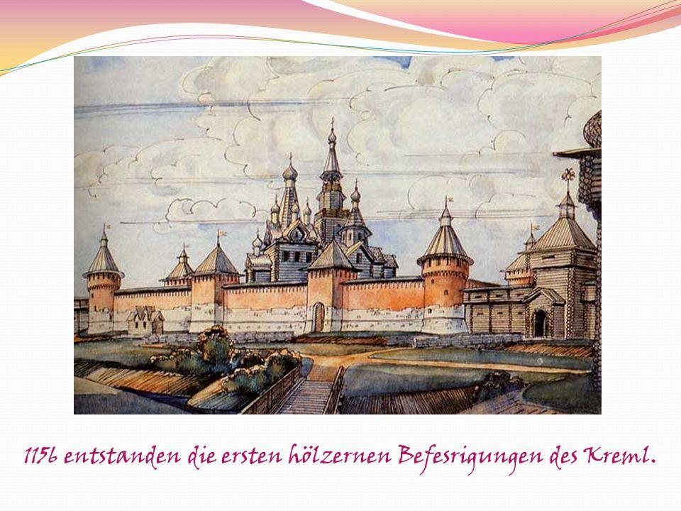 1156 entstanden die ersten hölzernen Befesrigungen des Kreml.