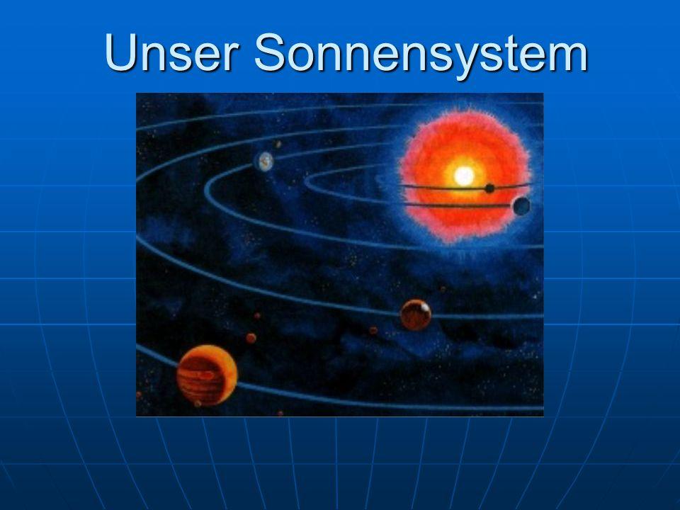 Mars, der rote Planet Seine rötliche Farbe verdankt er einer wüstenähnlichen Oberfläche, die mit Eisenoxid (Rost) durchsetzt ist.