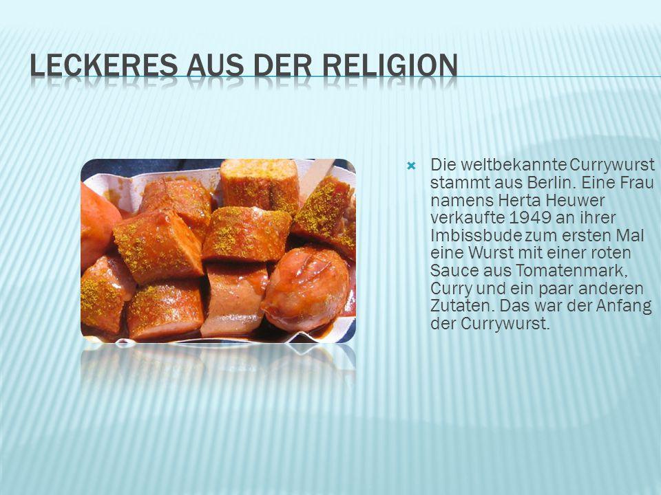  Die weltbekannte Currywurst stammt aus Berlin. Eine Frau namens Herta Heuwer verkaufte 1949 an ihrer Imbissbude zum ersten Mal eine Wurst mit einer