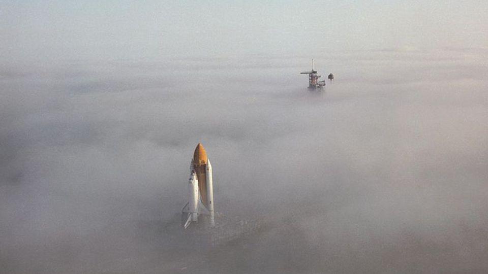 Die Komponenten waren neben dem Orbiter ein externer Treibstofftank und zwei Feststoffraketen. Das ganze System wurde Space Transportation System (kur