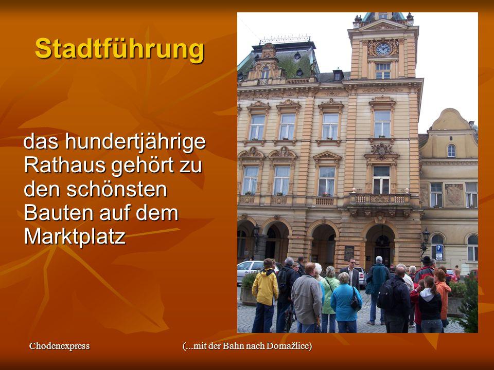 Chodenexpress(...mit der Bahn nach Domažlice) Stadtführung das hundertjährige Rathaus gehört zu den schönsten Bauten auf dem Marktplatz das hundertjährige Rathaus gehört zu den schönsten Bauten auf dem Marktplatz