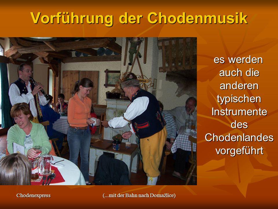 Chodenexpress(...mit der Bahn nach Domažlice) Vorführung der Chodenmusik es werden auch die anderen typischen Instrumente des Chodenlandes vorgeführt