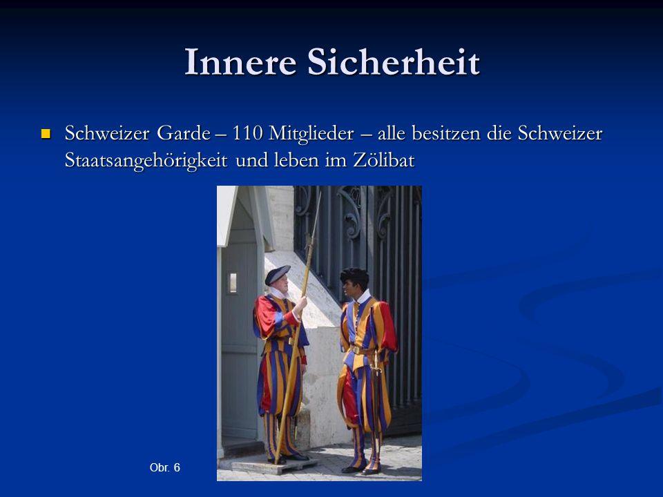Innere Sicherheit Schweizer Garde – 110 Mitglieder – alle besitzen die Schweizer Staatsangehörigkeit und leben im Zölibat Schweizer Garde – 110 Mitglieder – alle besitzen die Schweizer Staatsangehörigkeit und leben im Zölibat Obr.