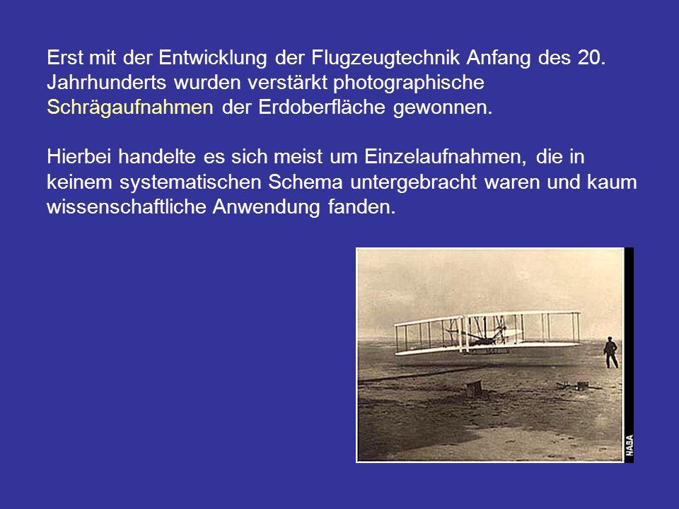 Erst mit der Entwicklung der Flugzeugtechnik Anfang des 20. Jahrhunderts wurden verstärkt photographische Schrägaufnahmen der Erdoberfläche gewonnen.