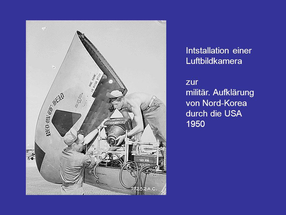 Intstallation einer Luftbildkamera zur militär. Aufklärung von Nord-Korea durch die USA 1950