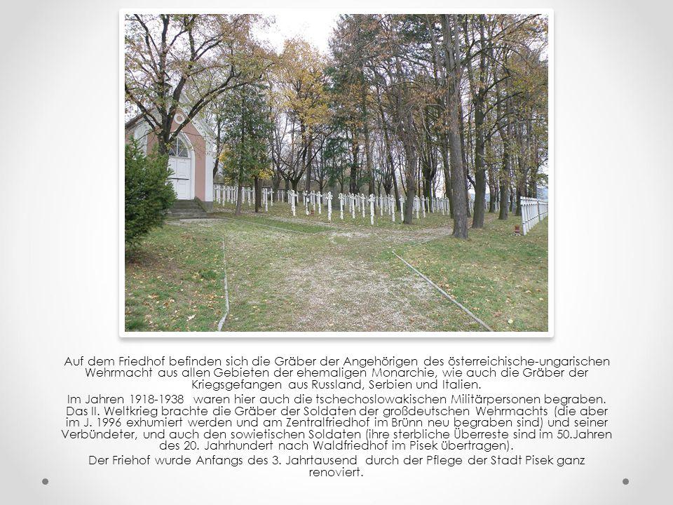 Der Militärfriedhof war im Jahre 1914, nordlich von der Stadt Pisek, am Rande des Pisekerkataster, bei der Straße nach Čížova, gegründet.
